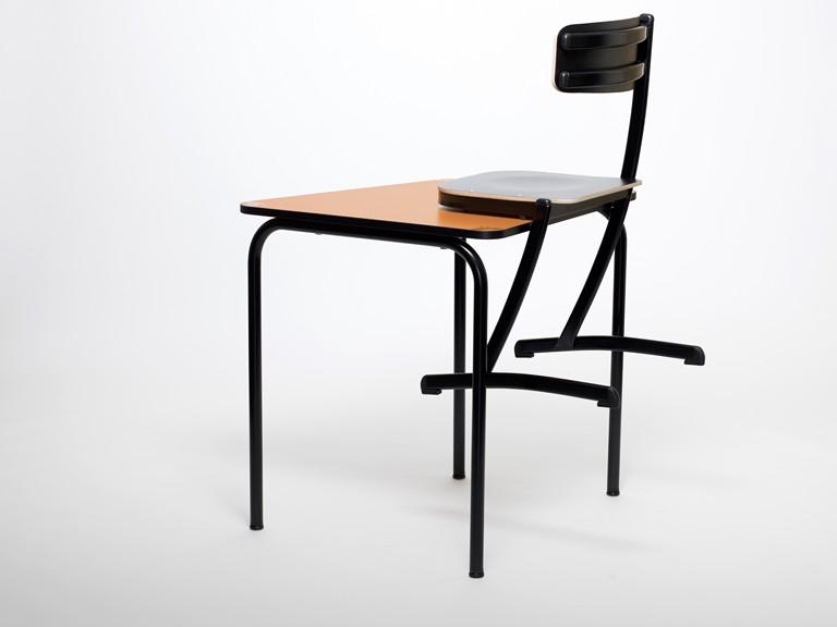 Pour le ménage, rien de plus simple pour cette chaise scolaire